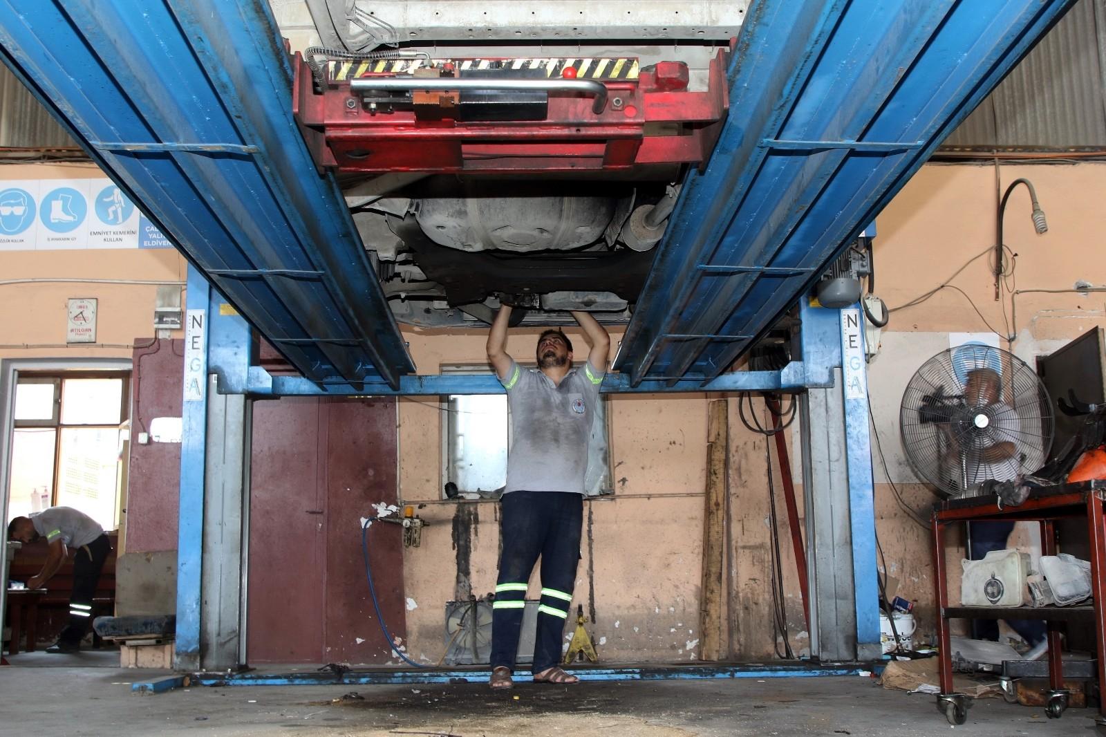 akdeniz belediyesi kendi araclarini kendi tamir ederek tasarruf sagliyor.khufabirwnyrs u1kbq9az