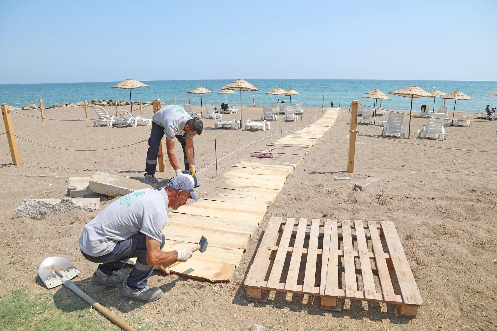 engelliler pompeiopolis plajindan rahatlikla denize girebilecek