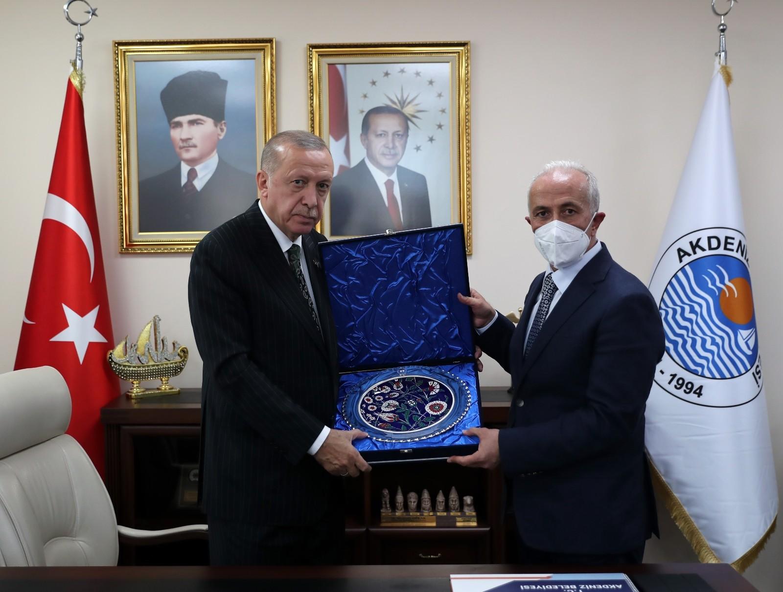 cumhurbaskani erdogan akdeniz belediyesini ziyaret etti