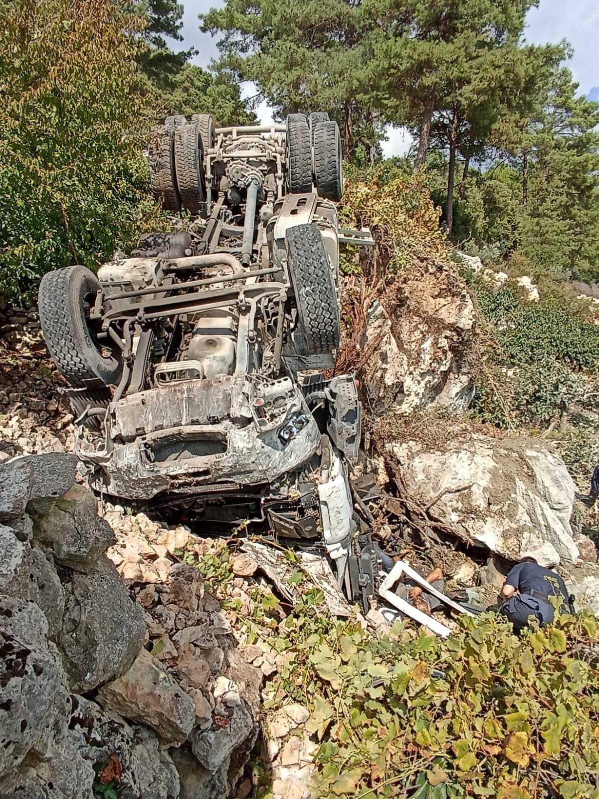 sarampole dusen kamyonetin surucusu hayatini kaybetti
